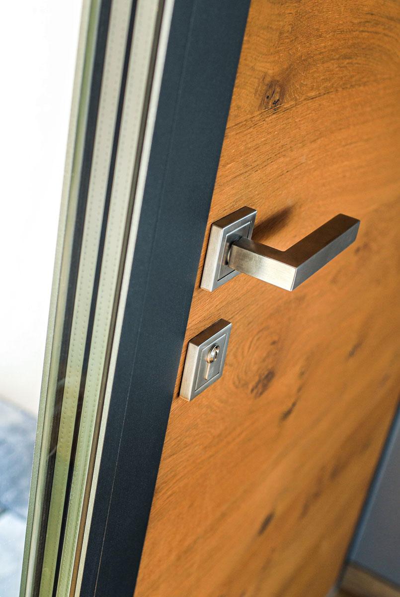 AJM design in materiali vhodnih vrat